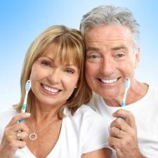 Як вибрати ідеальну зубну щітку для похилих людей